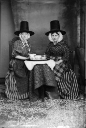 Two ladies in Welsh Costume taken by John Thomas c. 1875 (Tate Gallery)