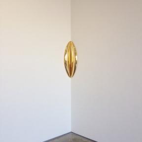 'In-between' 2015, #anishkapoor #gold #sculpture #art on ig-@aliaslech (at Lisson Gallery)
