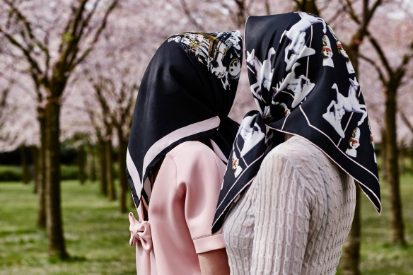 HeadlessGirlsAtThePark_by MimiBerlin_ph_WendelienDaan