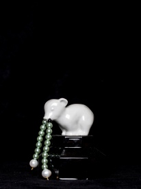 Mimi Berlin 2014. Pearl Producer; an ice bear with pearls for snot (1980's pressed glass, 1980'a glazed ceramic, green faux pearls, sweet water pearls) 11 x 11 cm